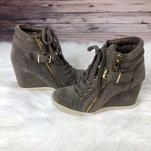2f5ef60982d Steve Madden Shoes - NWOT Steve Madden Obsess Heeled Sneaker